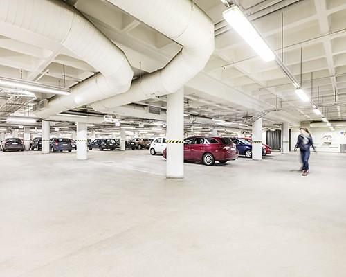 Virtatalon parkkihallissa ja pihalla yli 1 000 autopaikkaa