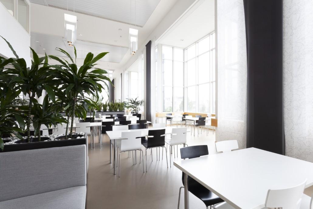 Ravintola Solaren valoisa ravintolasali